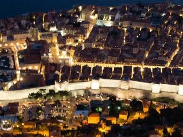 Dubrovnik at Night | SuitcaseandHeels.com