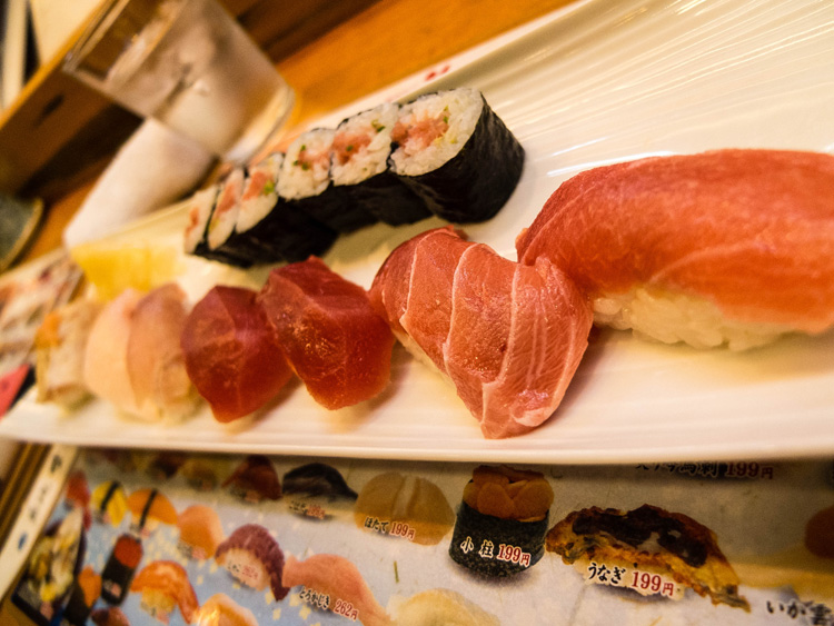 Breakfast at the Tsukiji Fish Market | SuitcaseandHeels.com
