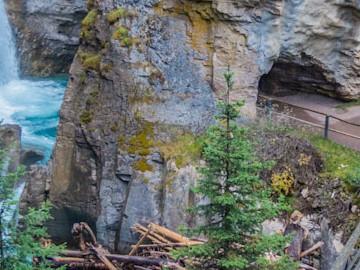 Johnston Canyon Alberta | SuitcaseandHeels.com
