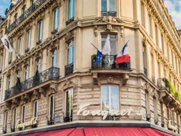 Paris Cafe | SuitcaseandHeels.com