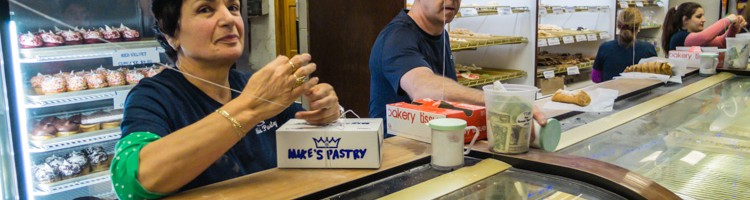 Where to Eat in Boston - Mike's Pastry | SuitcaseandHeels.com