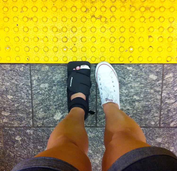 Injured foot in NYC | SuitcaseandHeels.com